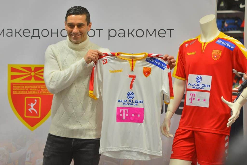 maillot-macedoine-championnat-du-monde-handball-hummel-lazarov